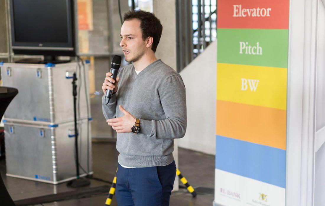 Sascha Rudolph pitching the Entrepreneurs Pforzheim at Elevator Pitch Event