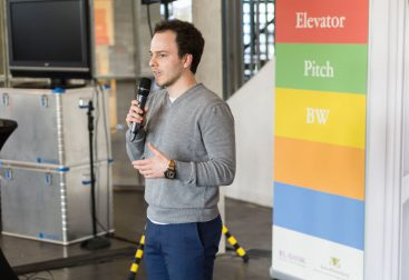 Sascha Rudolph pitching the Entrepreneurs Pforzheim at Elevator Pitch Event