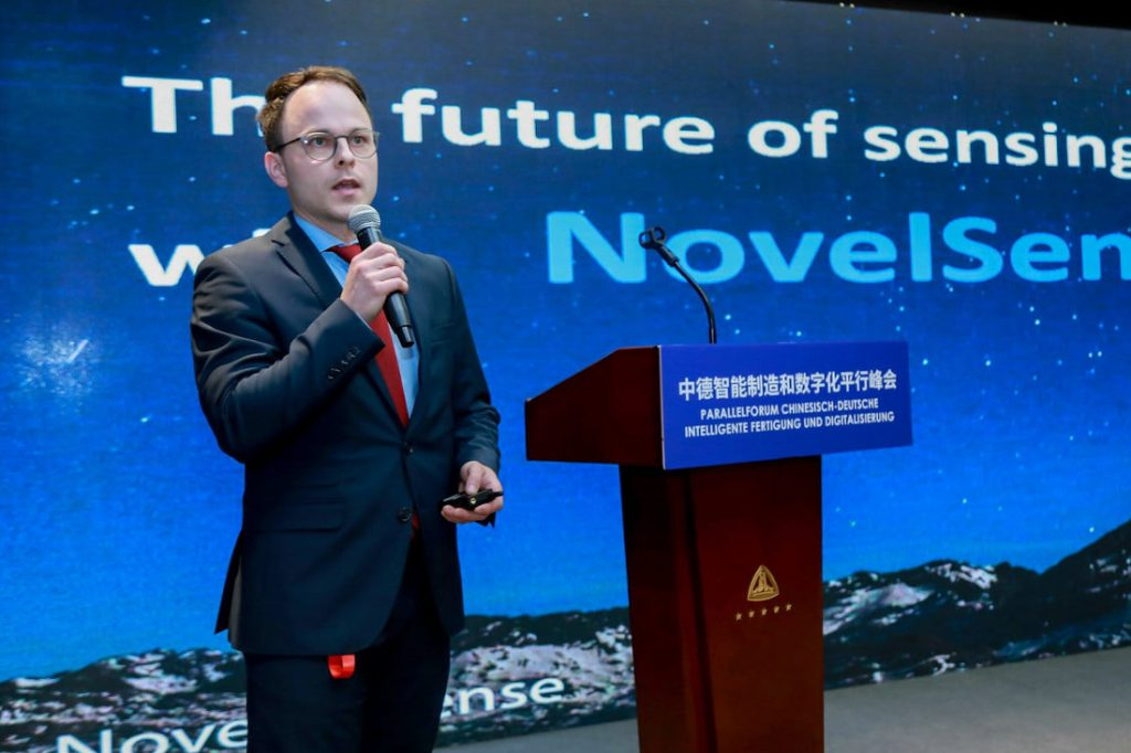 Sascha Rudolph presenting NovelSense at a forum for manufacturing and digitalization in China