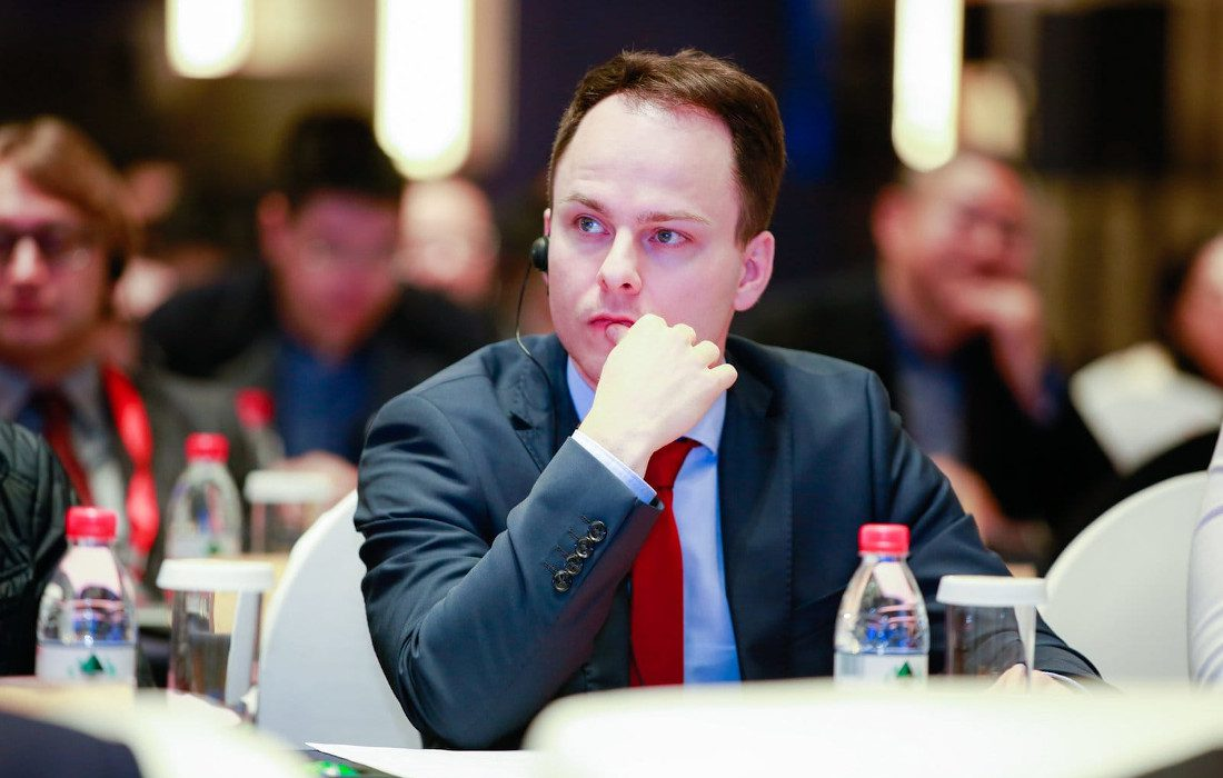 Sascha Rudolph participating in a talk at manufacturing conference in Shaoxing